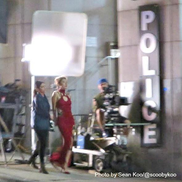 Дичен Лакмэн как Рулетка на съёмка 2-го сезона Супергёрл