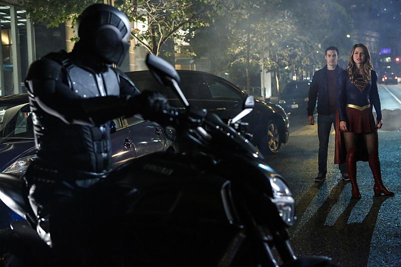 Кадр из 2-го сезона 6-го эпизода сериала Супергёрл